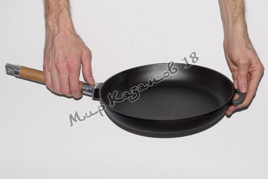 Сковорода чугунная BIOL 28 см