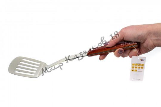 Лопатка 37 см с прорезями с деревянной ручкой