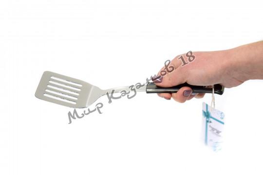 Лопатка 28 см с прорезями с пластиковой ручкой